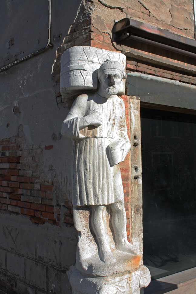 Antonio Rioba with his iron nose in Cannaregio, Venice