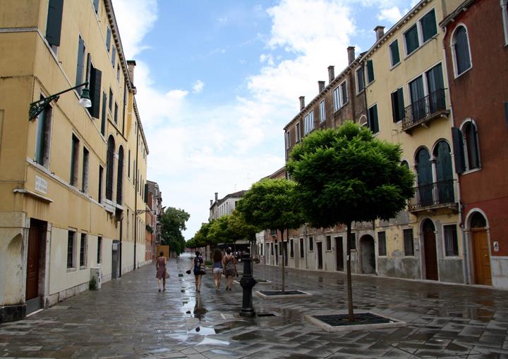 Venice, Dorsoduro Rio terà saloni