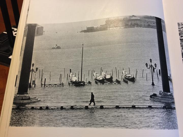 Gianni Berengo Gardin, Venise Des Saisons, Josef Keller Verlag, Starnberg 1965; La Guilde du Livre, Losanna 1965