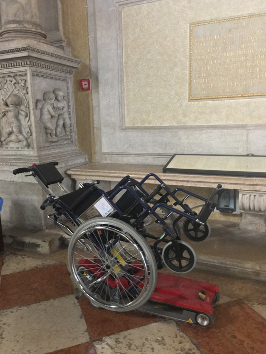 Scuola Grande San Rocco: wheelchair to climb the steps