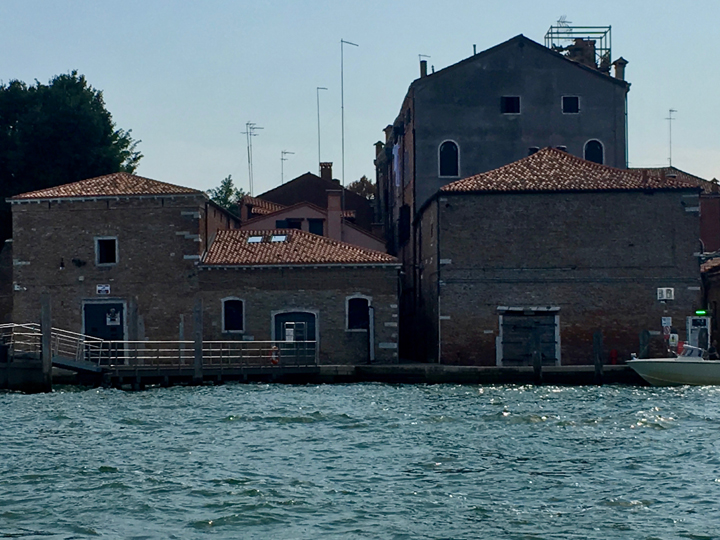 Here you can see the two former tennis court buildings and the space in between where the old Cicogna professionals' house would have been located. Fondamente Nove, in Venice