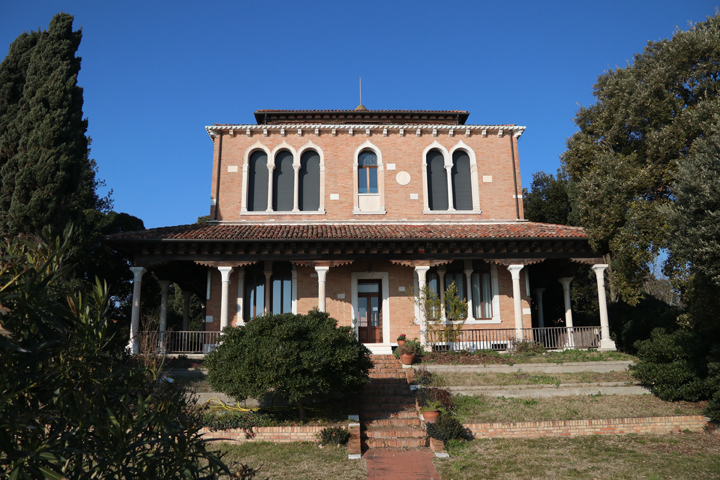 Giudecca and Hériot's villas among gardens and modern history