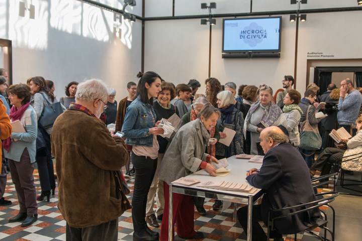 Thanasis Valtinòs signing his books at the Incroci di Civiltà Gazebo in the Querini Stampalia Foundation, Venice 2018 - credits by Venice Documentation Project