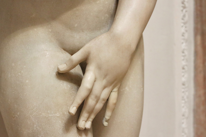 A hand of Aphrodite added likely by Tiziano Aspetti, Greek marble, National Archeological Museum in Venice now in Domus Grimani