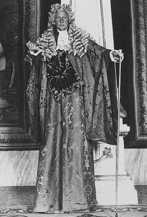 Don Carlos Beistegui with his costume, 1951